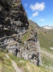 06 - sentiero con catene al Passet
