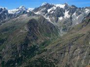 In primo piano da sx Tour de la Tsa, Monte Cervo, Epicoun, in secondo piano fa capolino il Gran Combin
