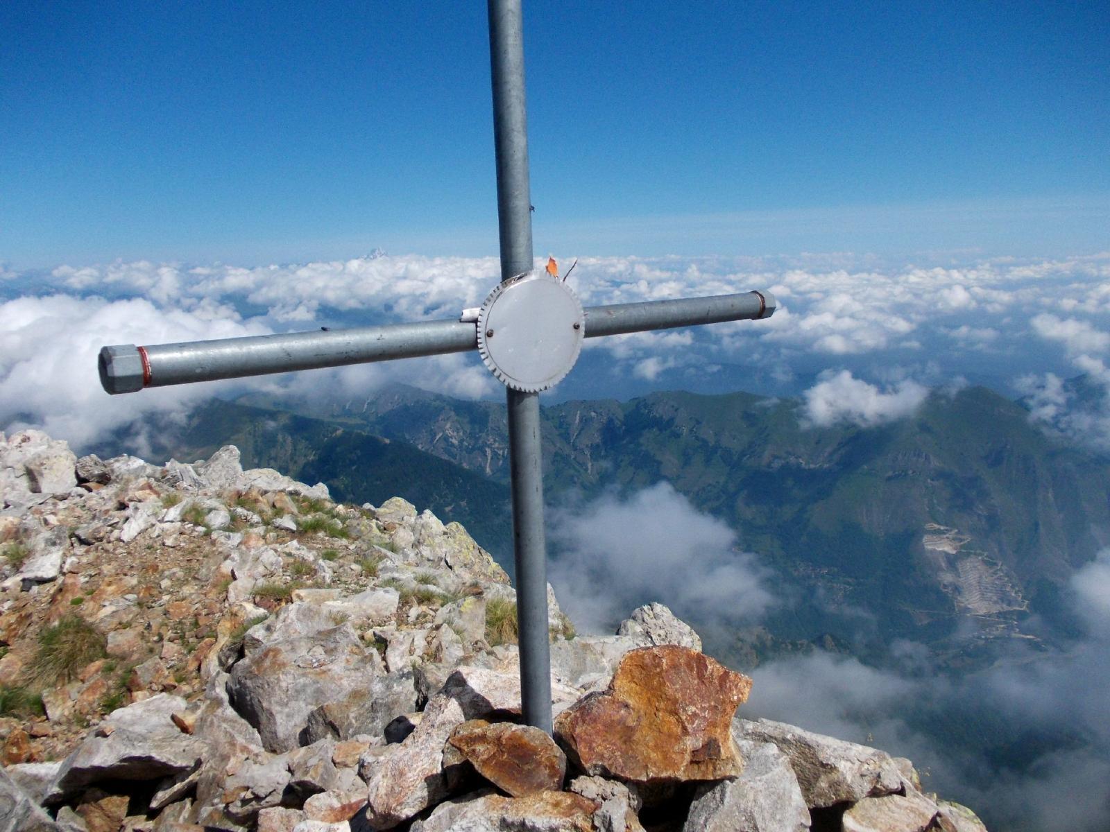 la croce sulla cima del Lausetto