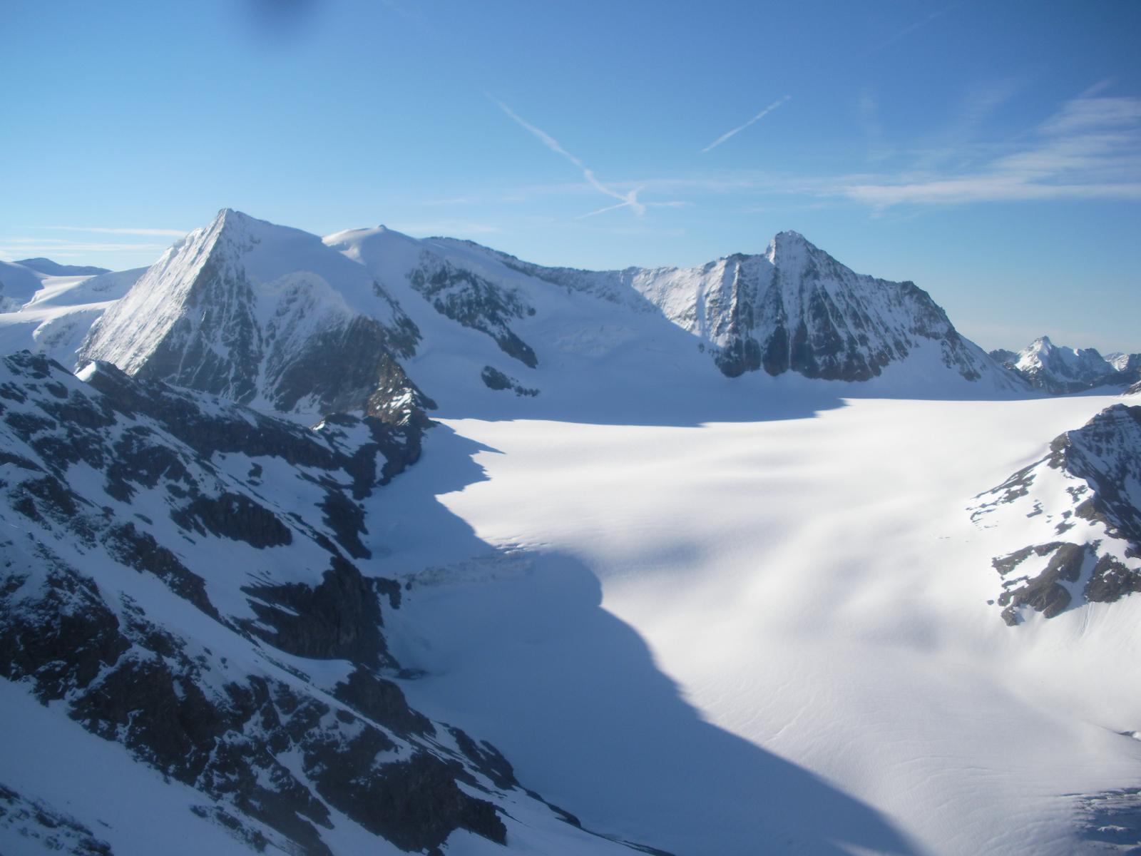 Dai pressi della vetta a sx il M.Blanc du Cheylon la Ruinette e l'intonso Glacier du Gietro..