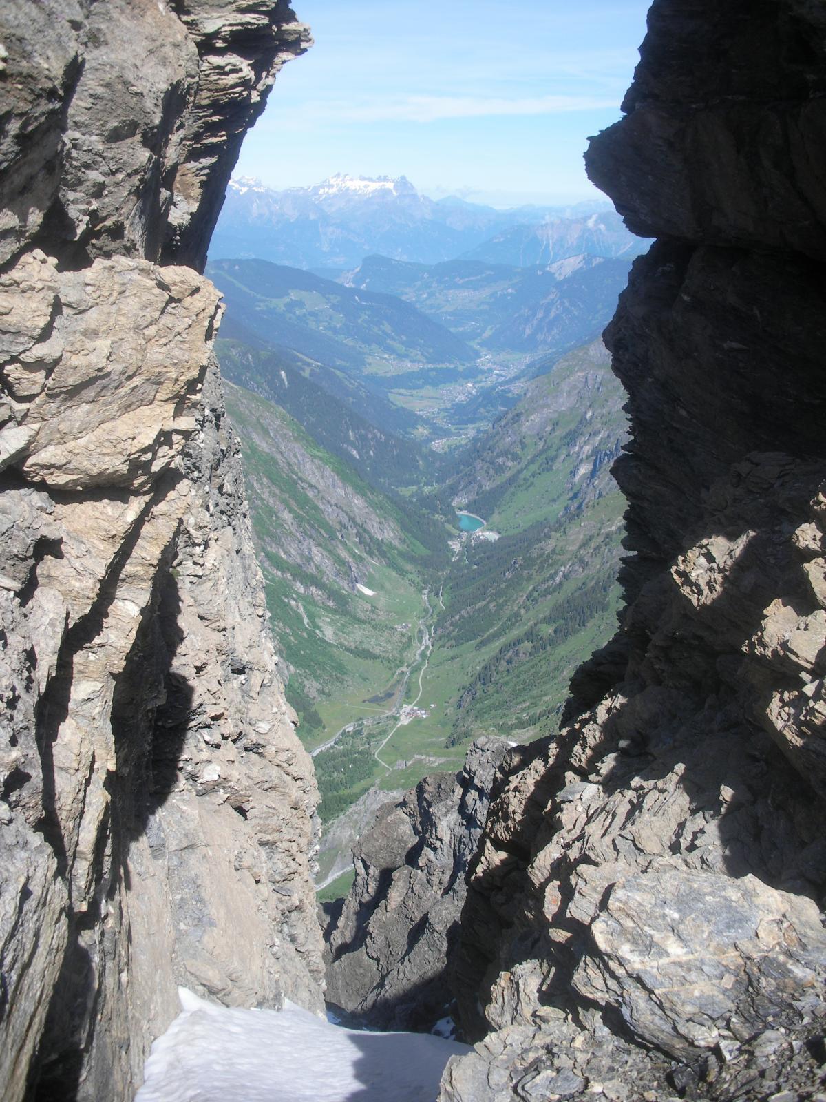 ancora la Val de Bagnes dall'insellatura sulla cresta  q.3050m la cosidetta grand Ashle..