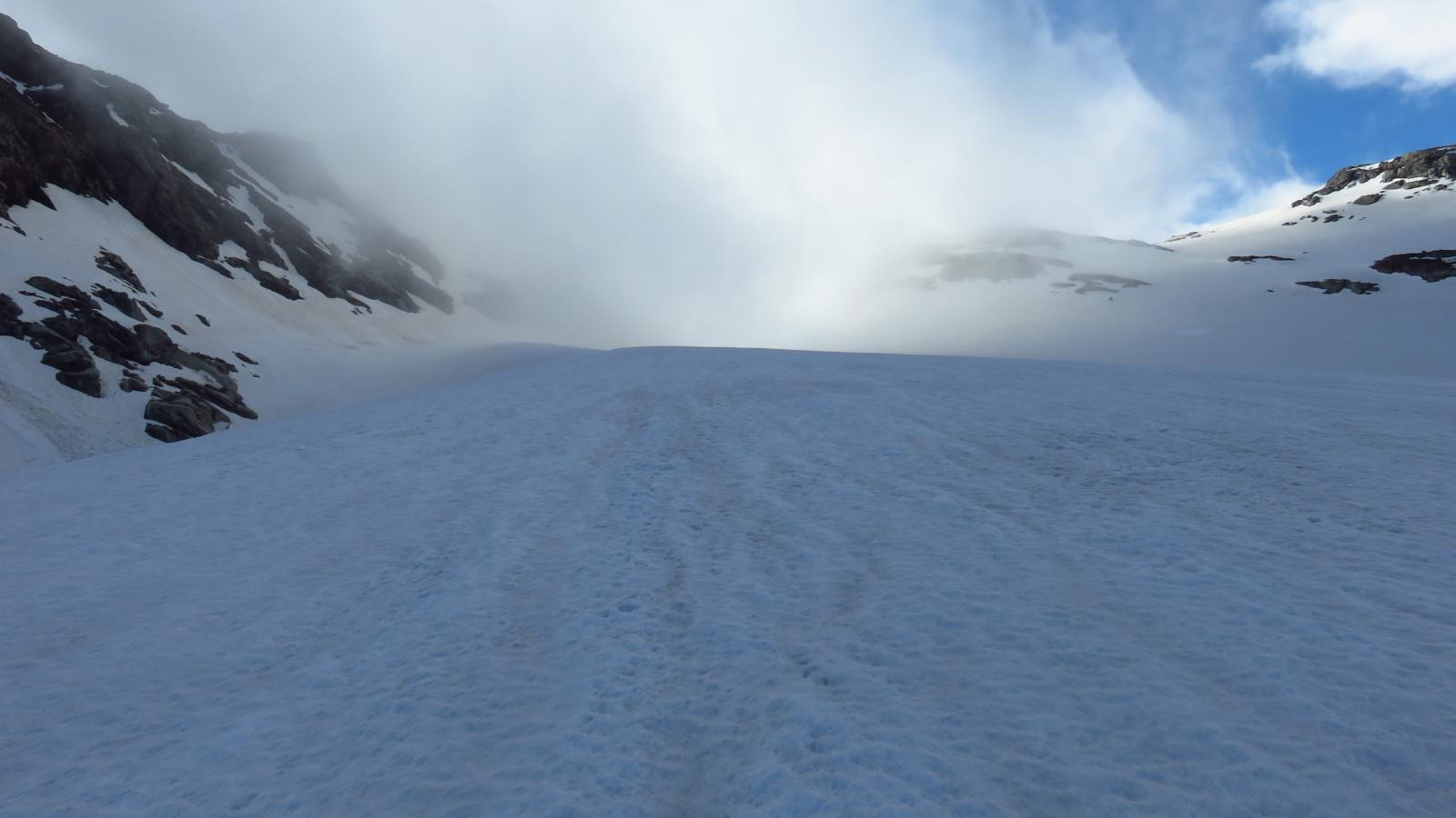 salendo verso il Passo delle Disgrazie e verso....la nebbia!