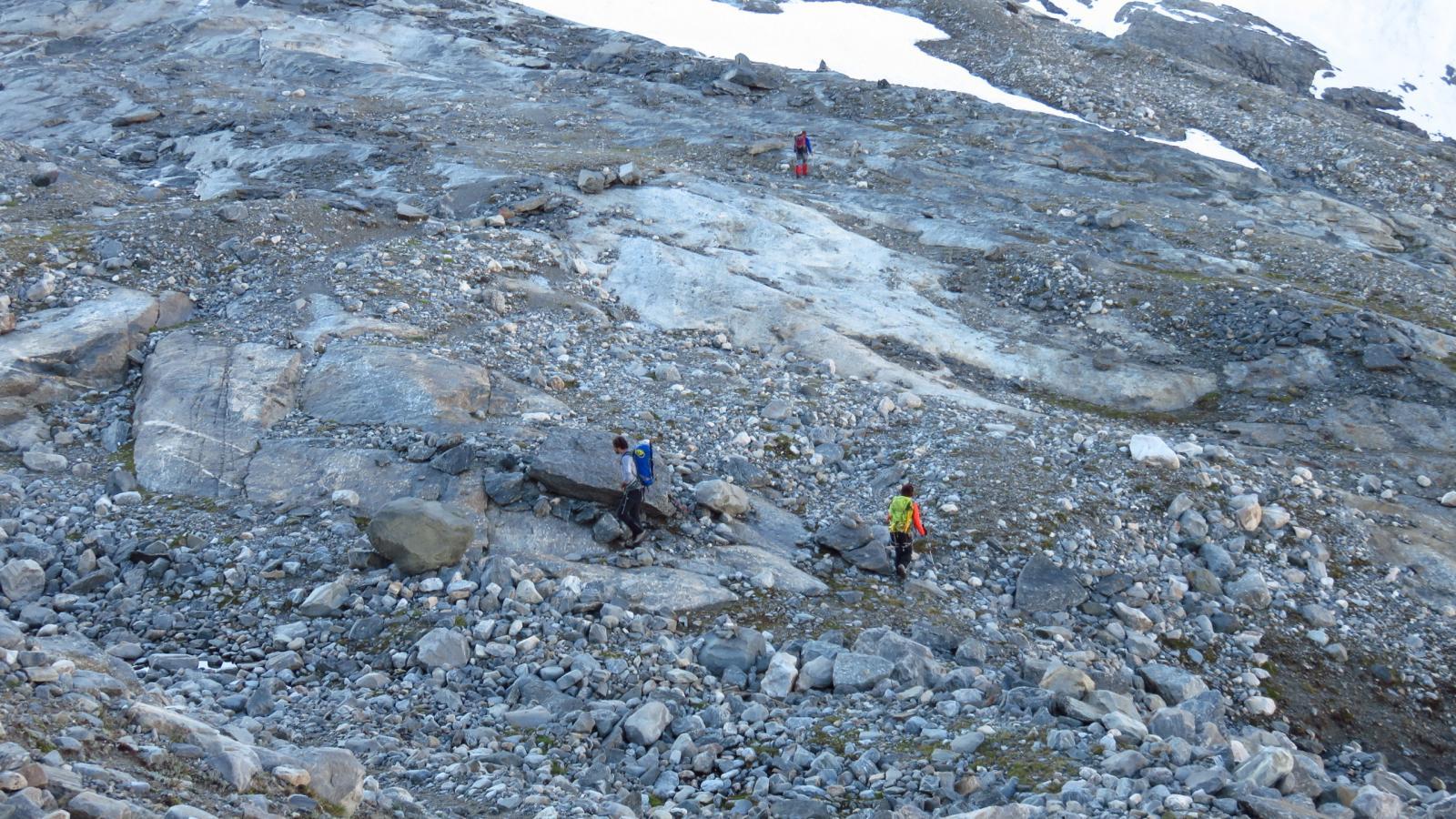 Daniele e Simona sulla morena che precede il Glacier du Grand Mean