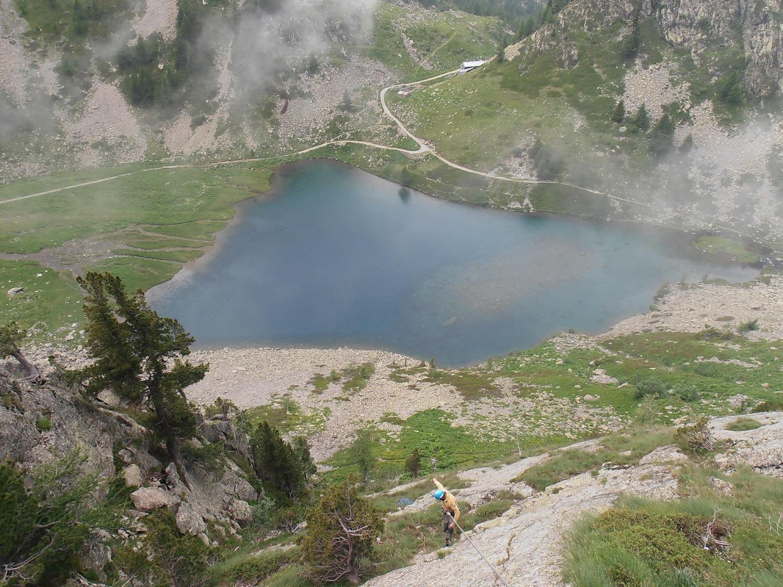Il lago scendendo in doppia dalla parete