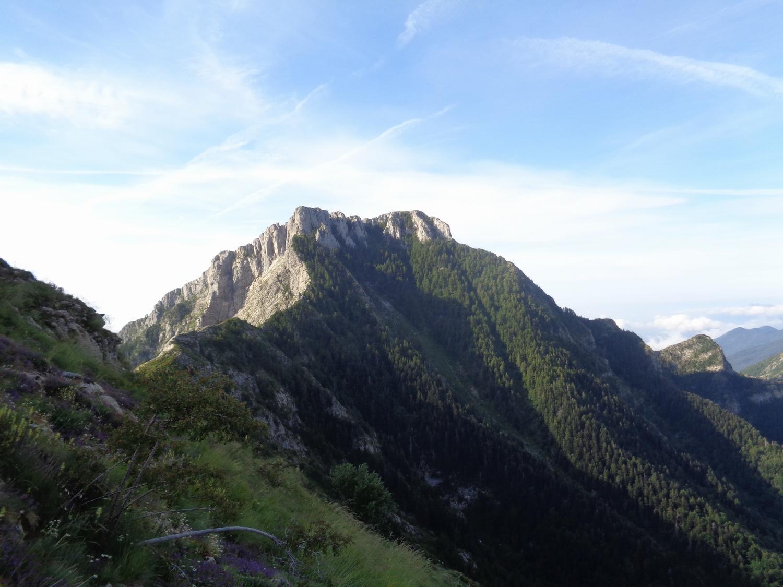 Il Toraggio in vista ed il suo spettacolare sentiero