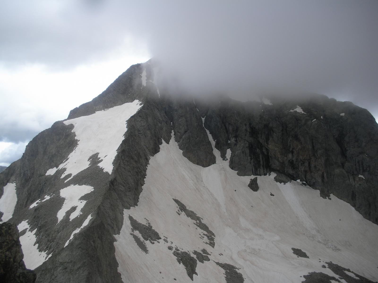 ..Per vedere a cima ormai raggiunta il Gelas ricoprirsi di nubi..