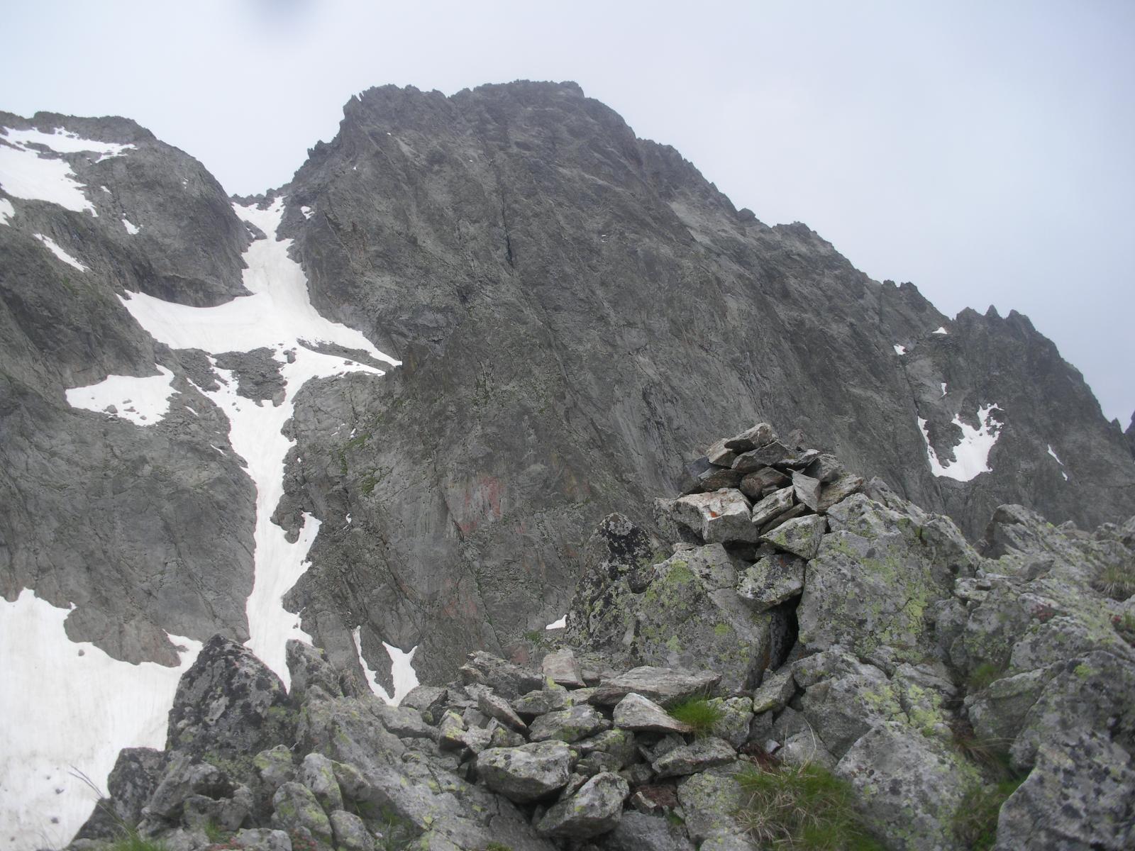 la nostra cima di poco fa e il colletto a sx..dalla P.Roccati..