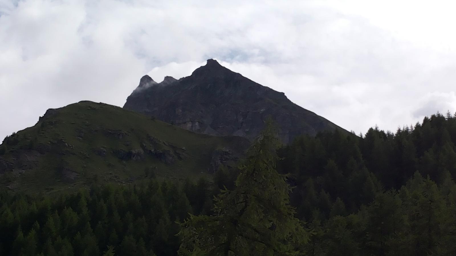 la silhouette della Becca vista da Cheneil