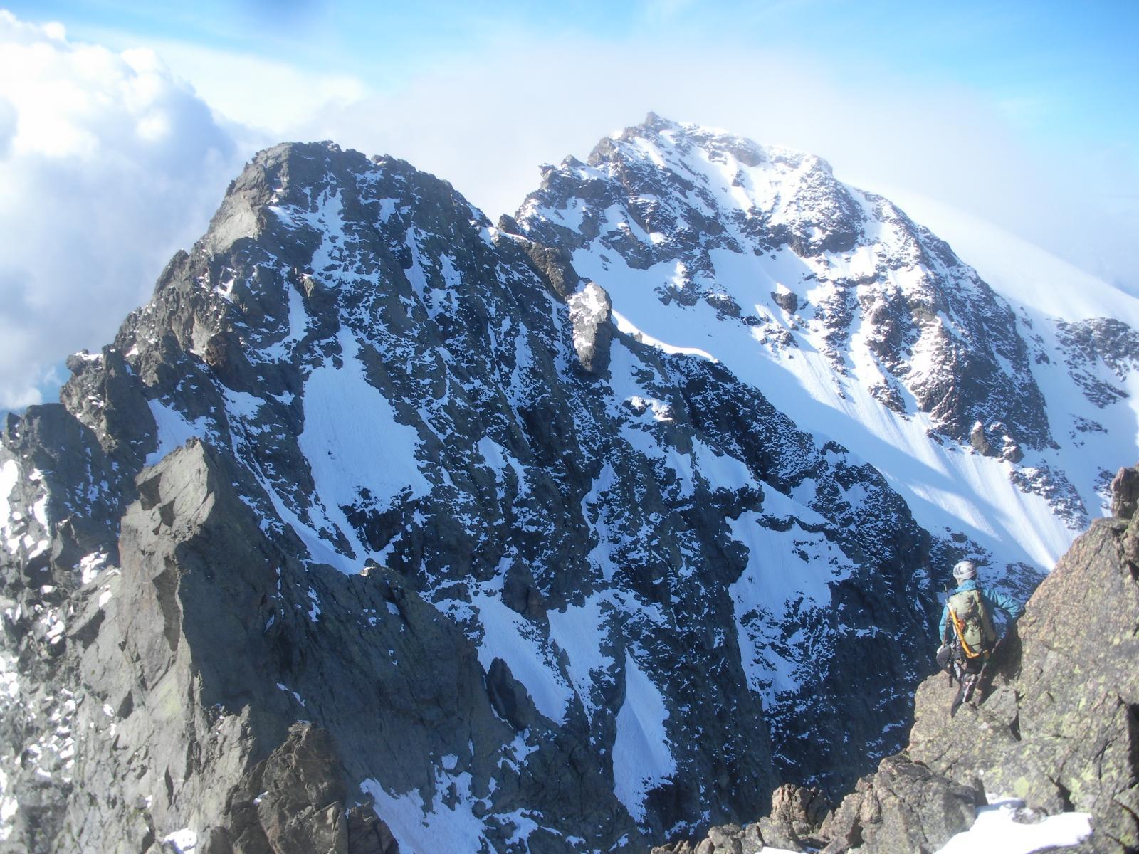 La Punta di Cignana  con a dx la cima nord del Dome di Cian dalla Cima di Balanselmo..