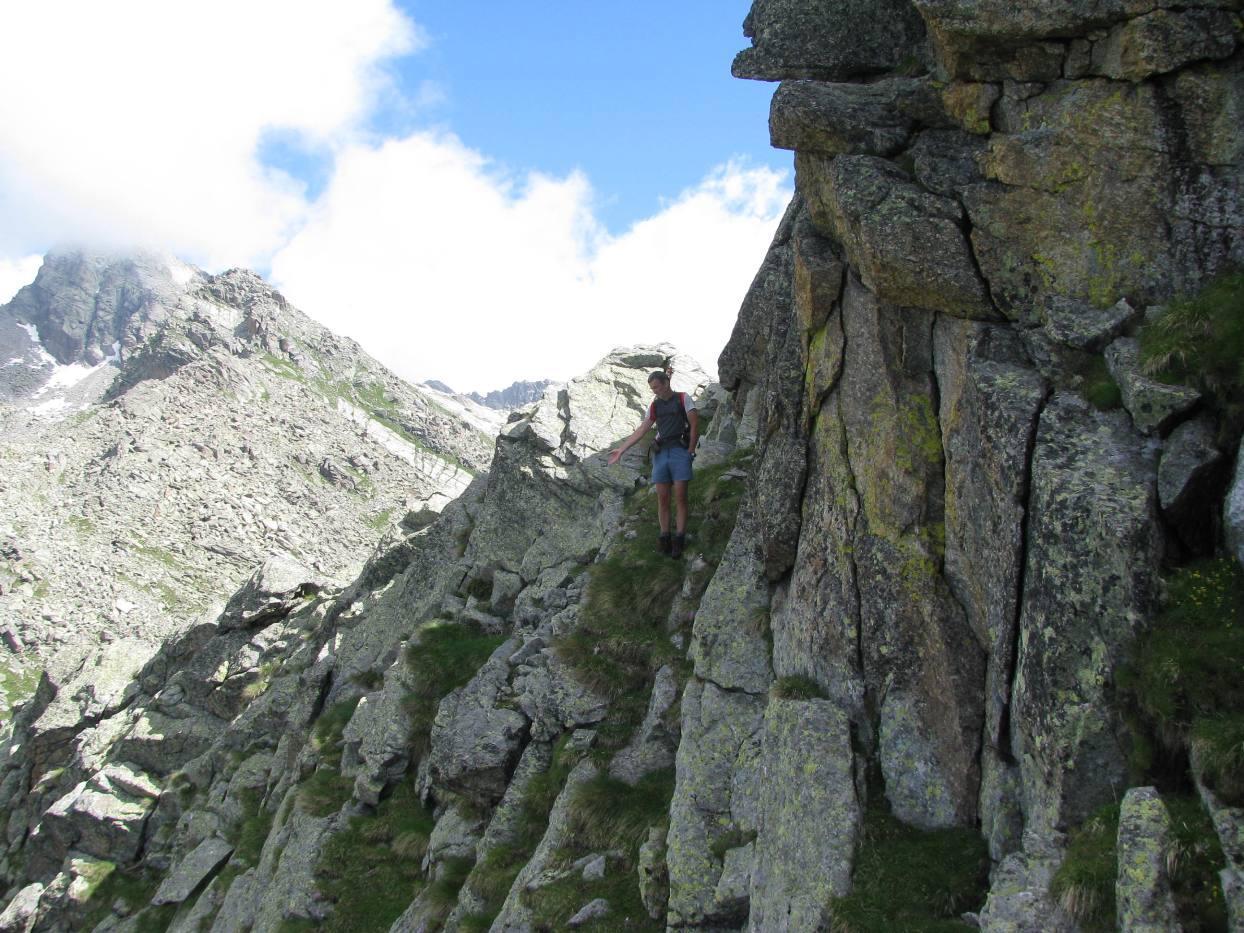 Aggiramento ostacolo nella parte mediana della cresta