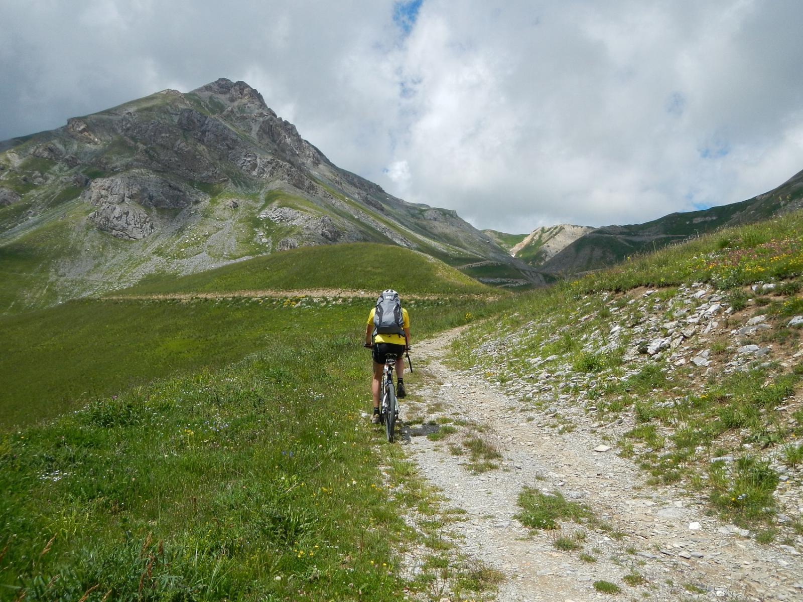 la lunga risalita in direzione del colle Salsas Blancias 2447 m.