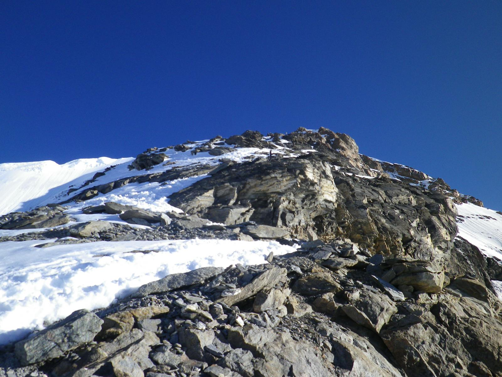 neve sulle rocce basse
