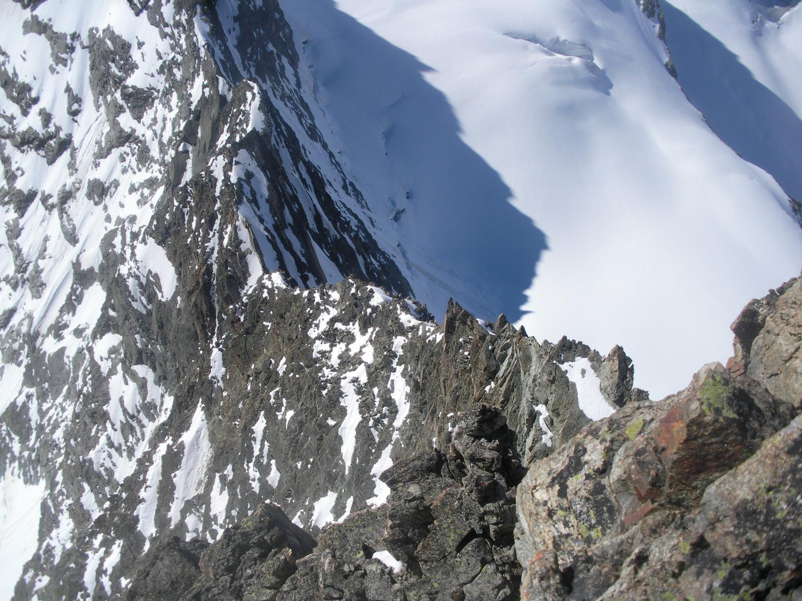 l'infida e severa cresta sud con il Col de la Mitre in basso a sx..