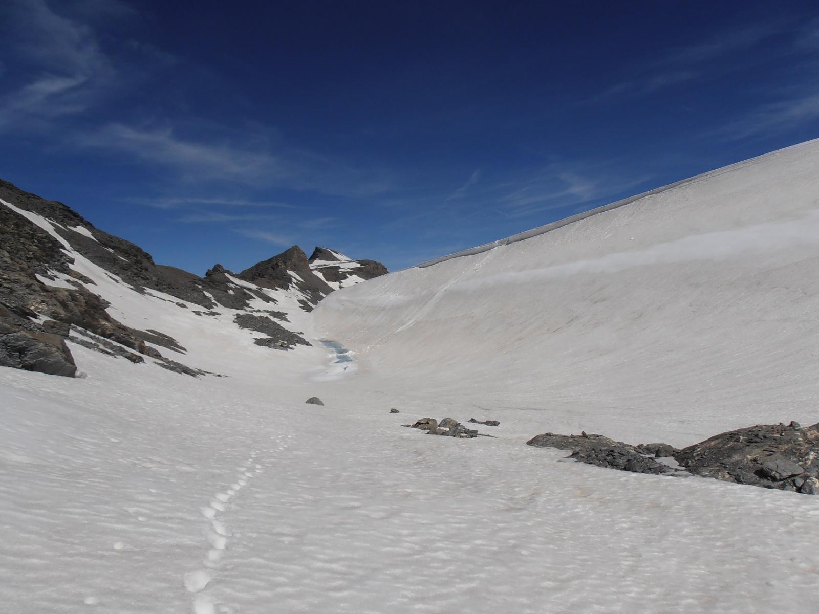03 - impressionante entrare nell'incavo del lago glaciale prosciugato