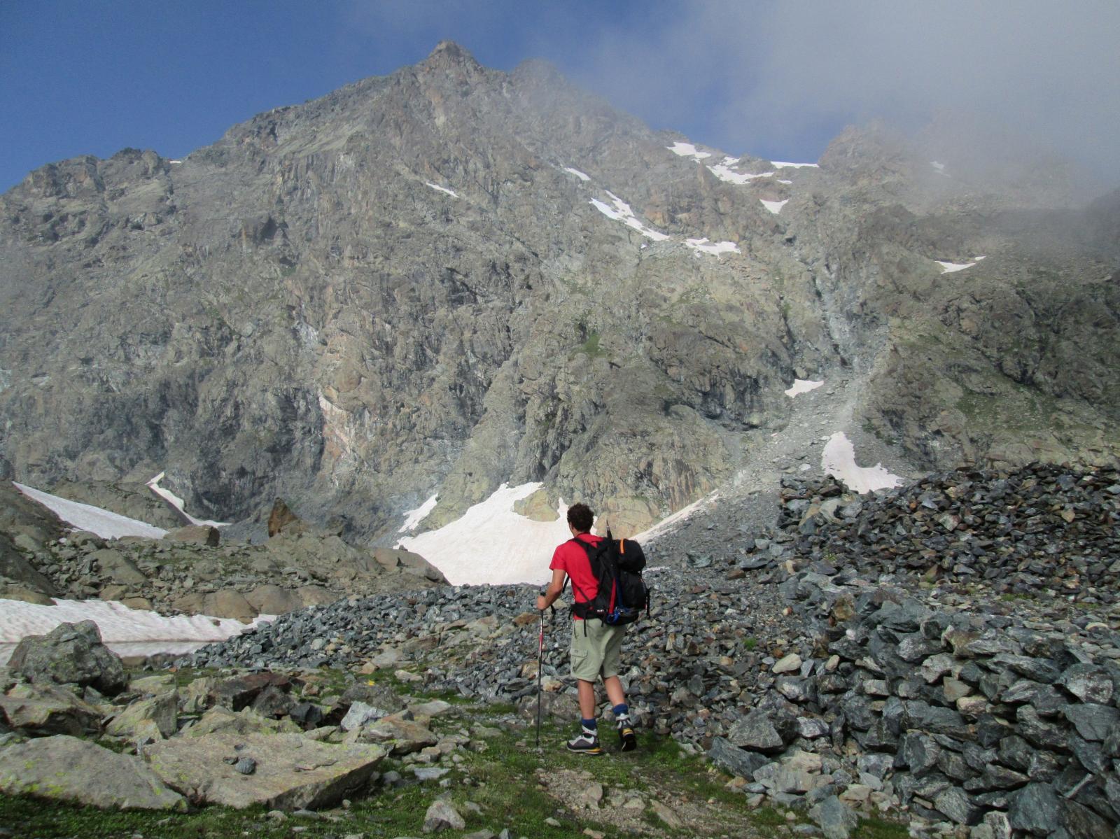 mont iverta sullo sfondo