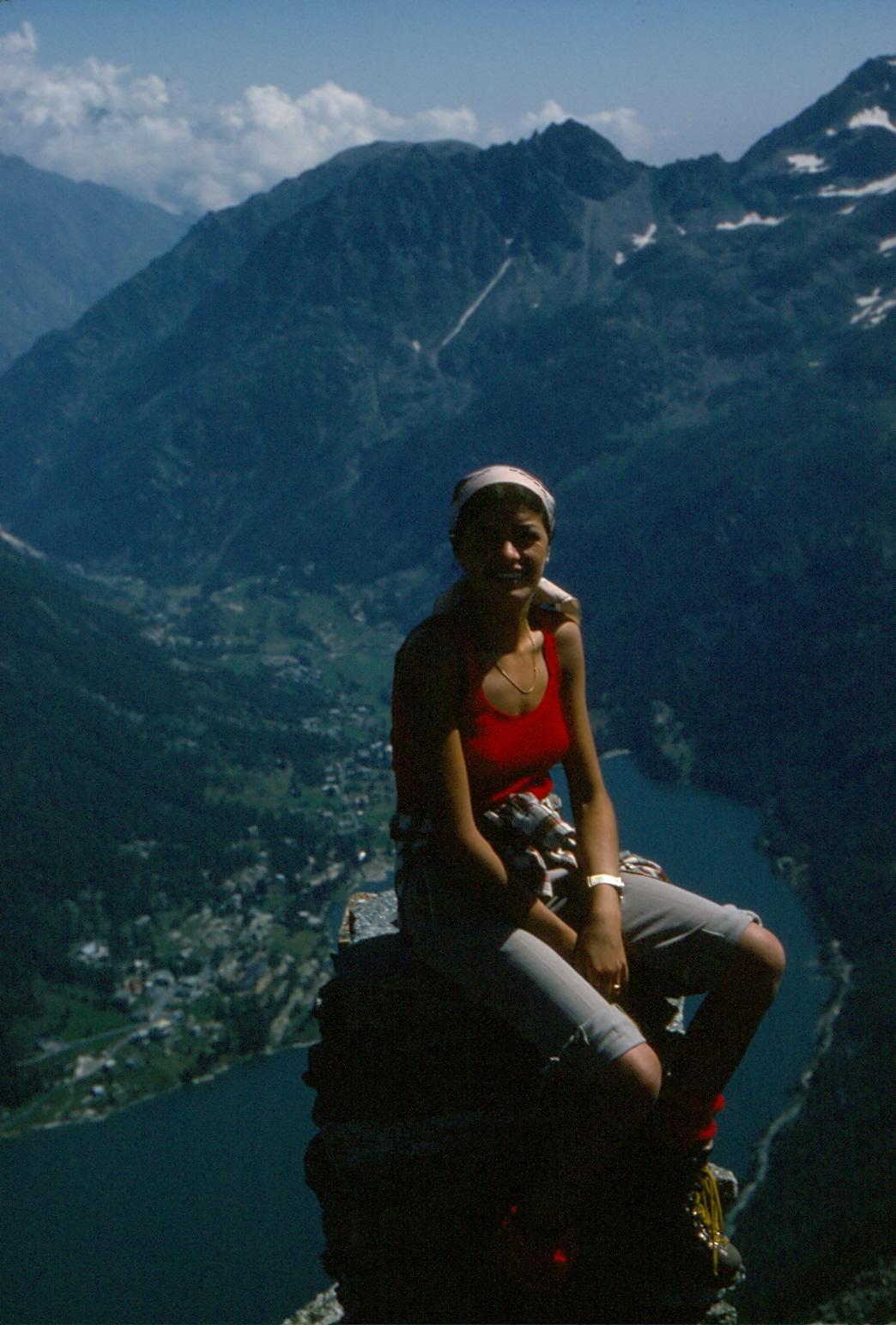Agosto 1977; mia moglie sull'allora grande ometto di vetta