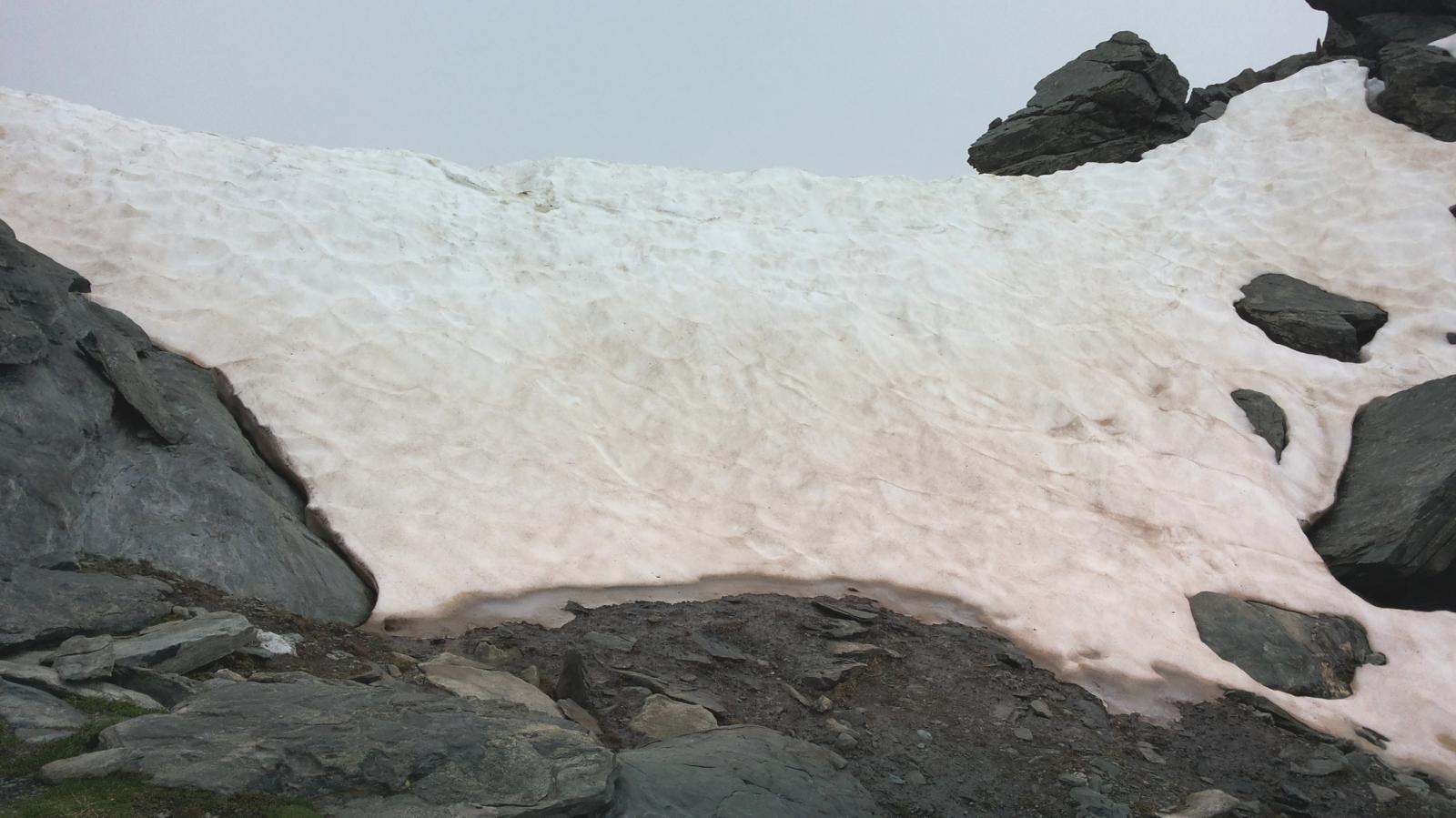 la cresta di neve sulla sella di passaggio verso Gressoney