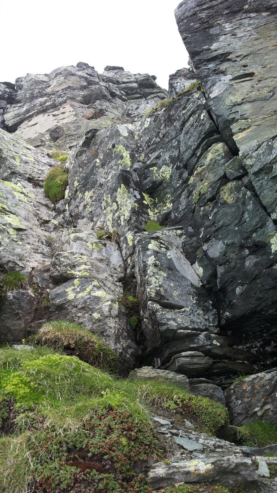 il camino roccioso prima della vetta
