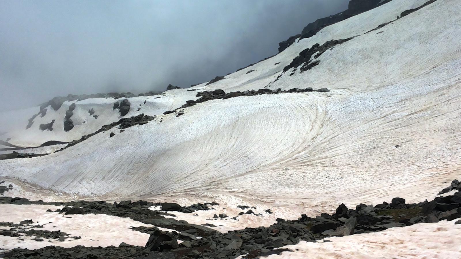 neve ancora abbondante sul versante di Gressoney