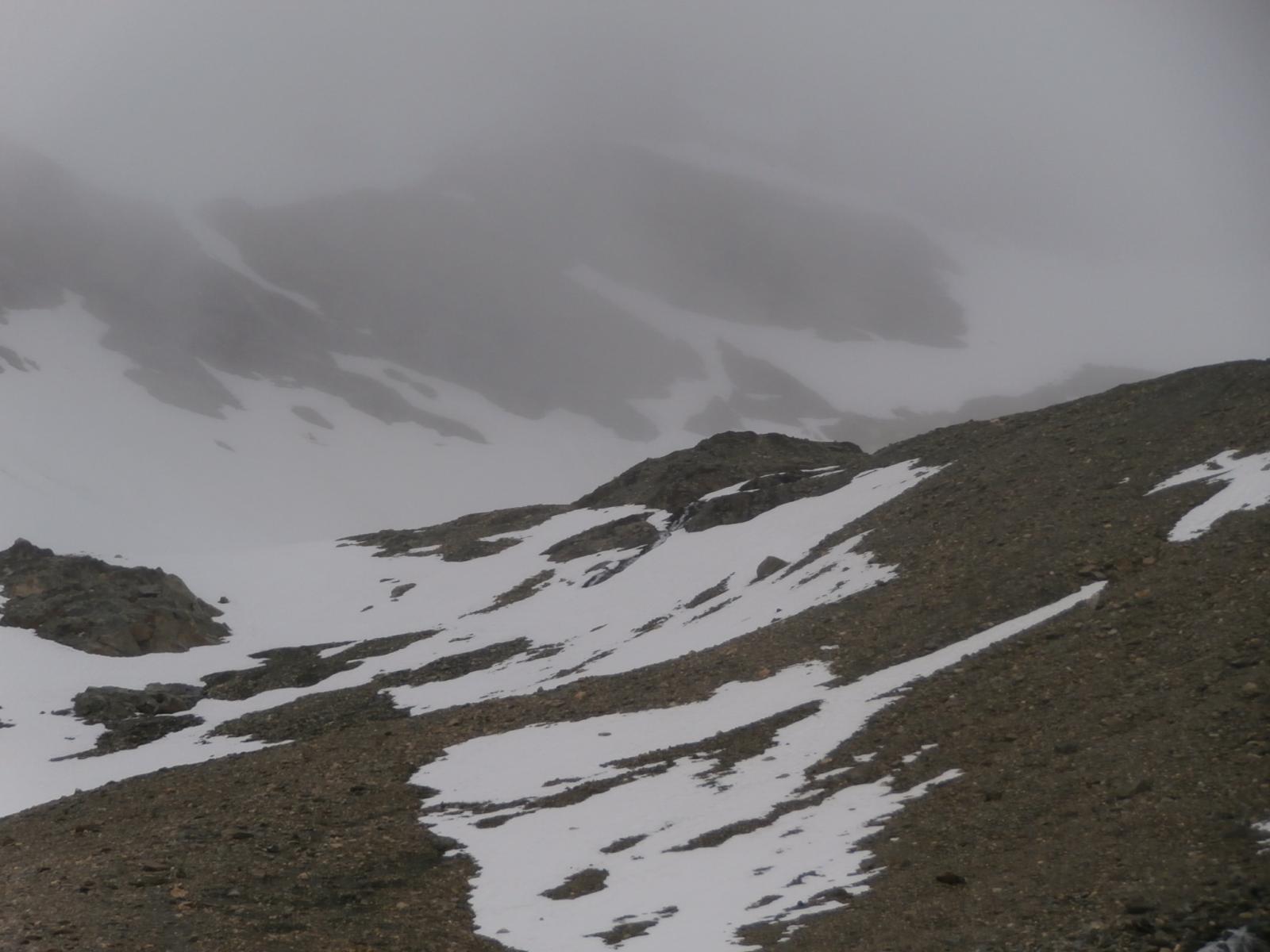 appena sotto il colle Bassac  avvolto nella nebbia....quota 3100 circa