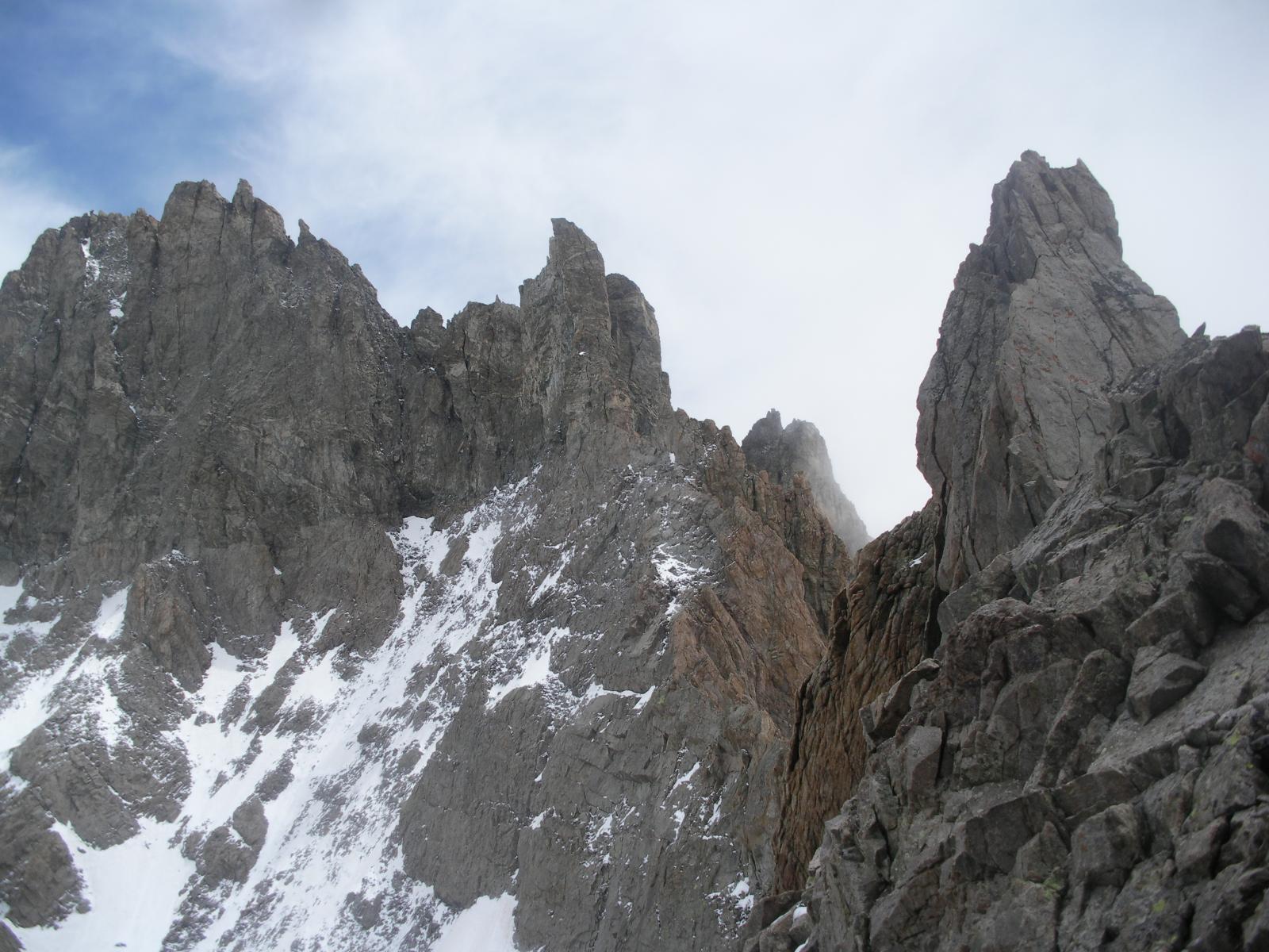Il Pic du Coupe de Sabre ,il Col du Glacier Noir e a dx il dentino q3525m da nord....