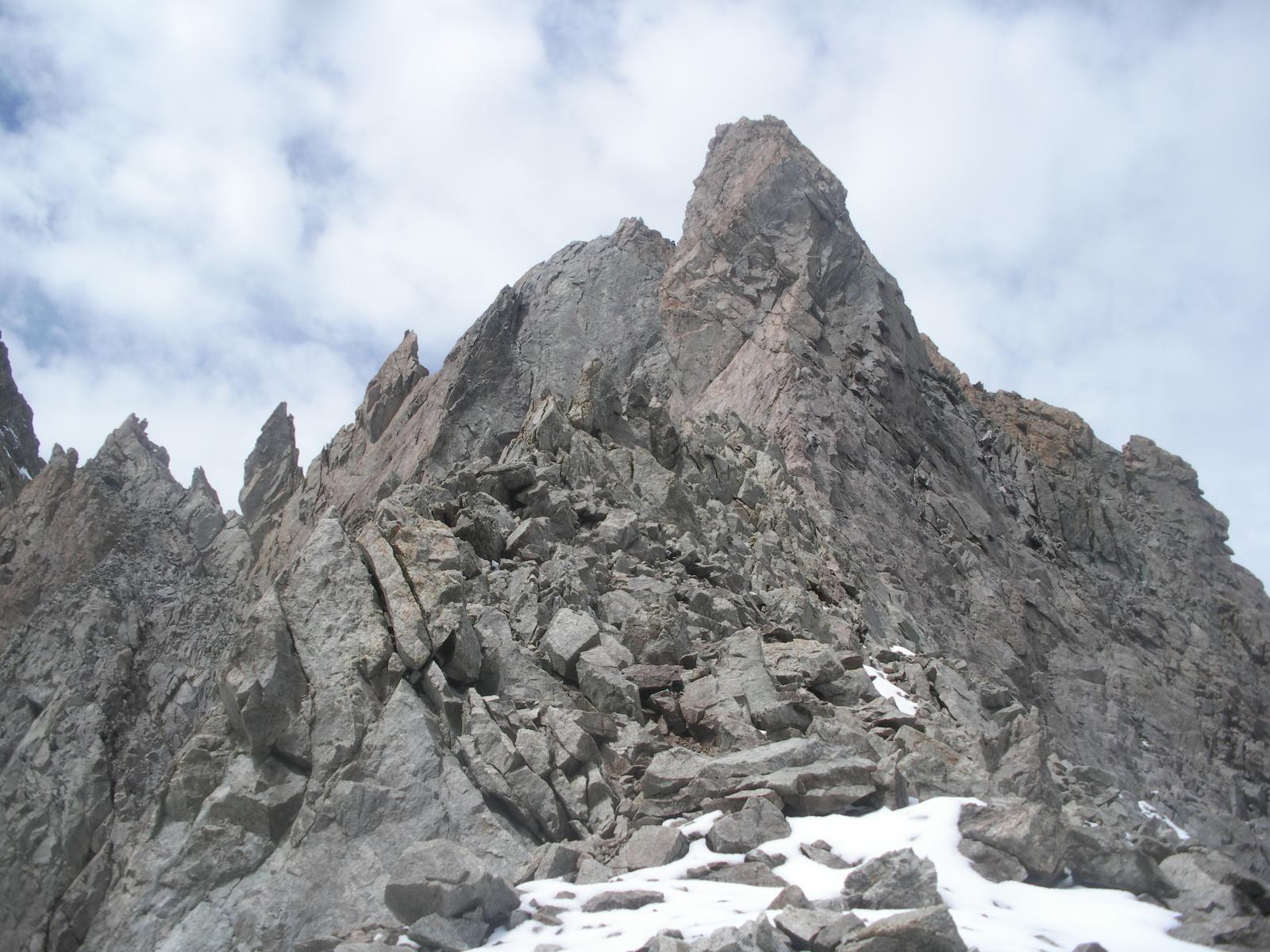Il dentino quota 2525m dal Col du Glacier Noir..