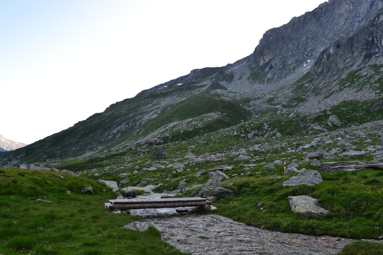 il bel pianoro a quota 2202 m in direzione della Capanna Scaradra