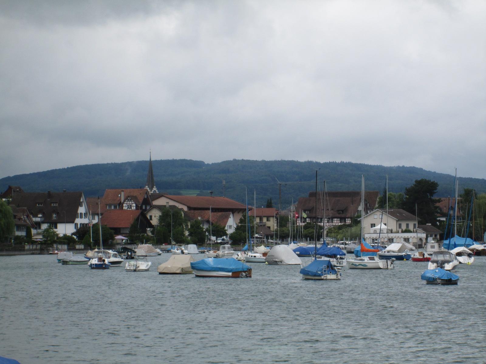 paesino affacciato sul lago
