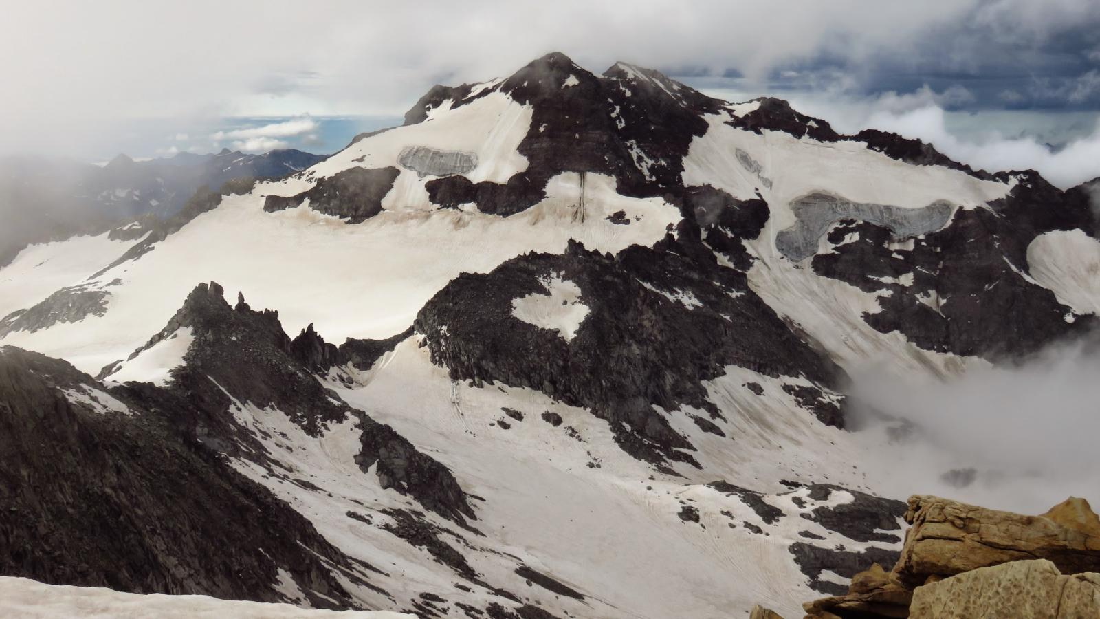 uno dei pochi scorci di panorama dalla cima : la Punta d'Arbola