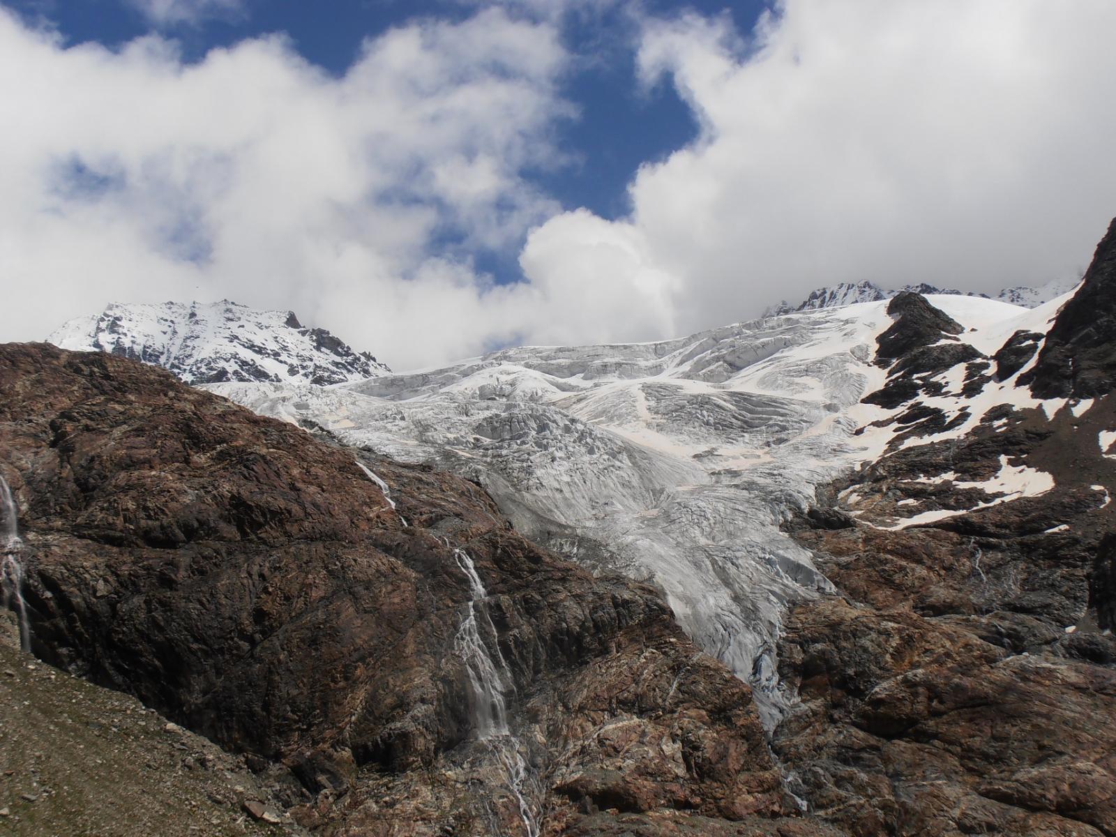 08 - si passa sotto le seraccate del ghiacciaio delle Grandes Murailles