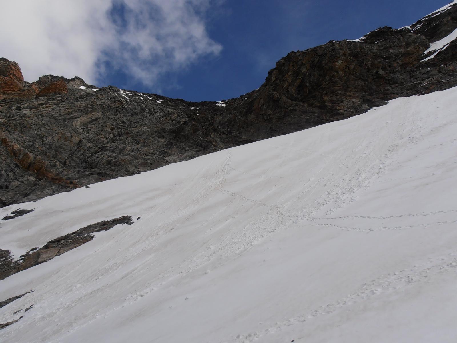04 - nevaio (parte finale 40°) e salita  al Col della Division, senz'altro il tratto più impegnativo della gita