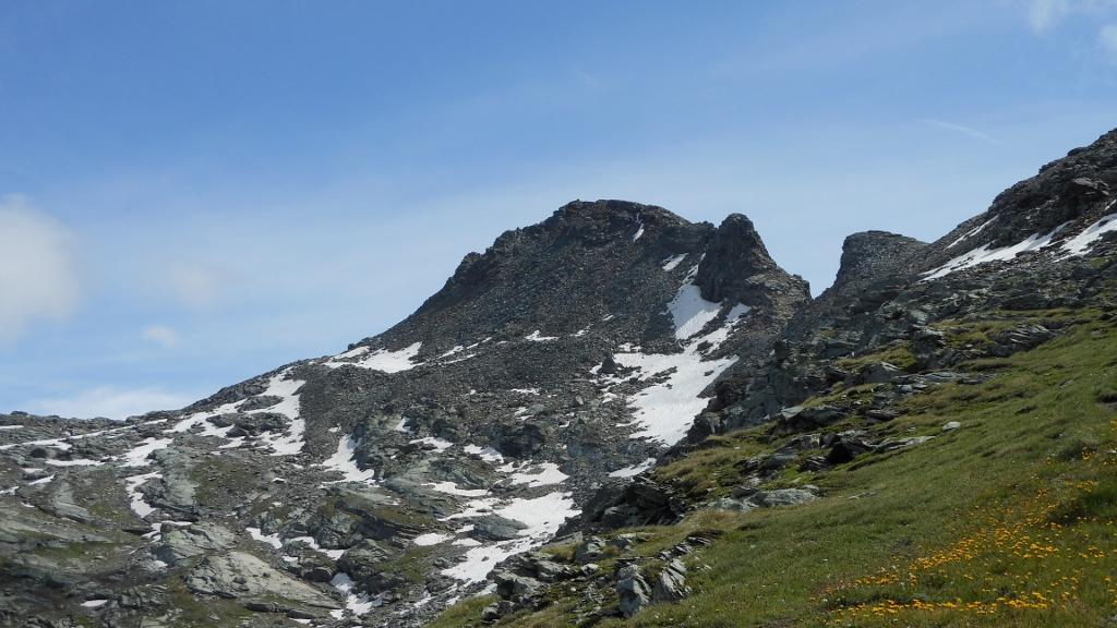 Il Corno Vitello con il tratto del percorso dopo il passo di Valfredda