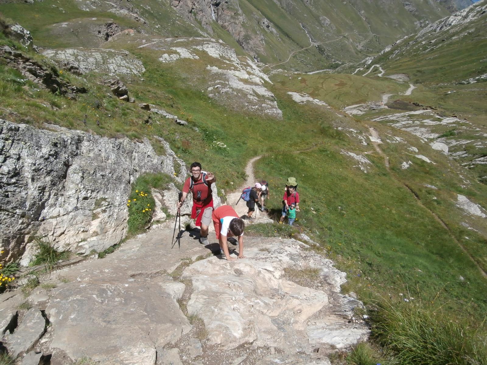 Matteo  sugli ultimi  saltini di roccia prima del rifugio...