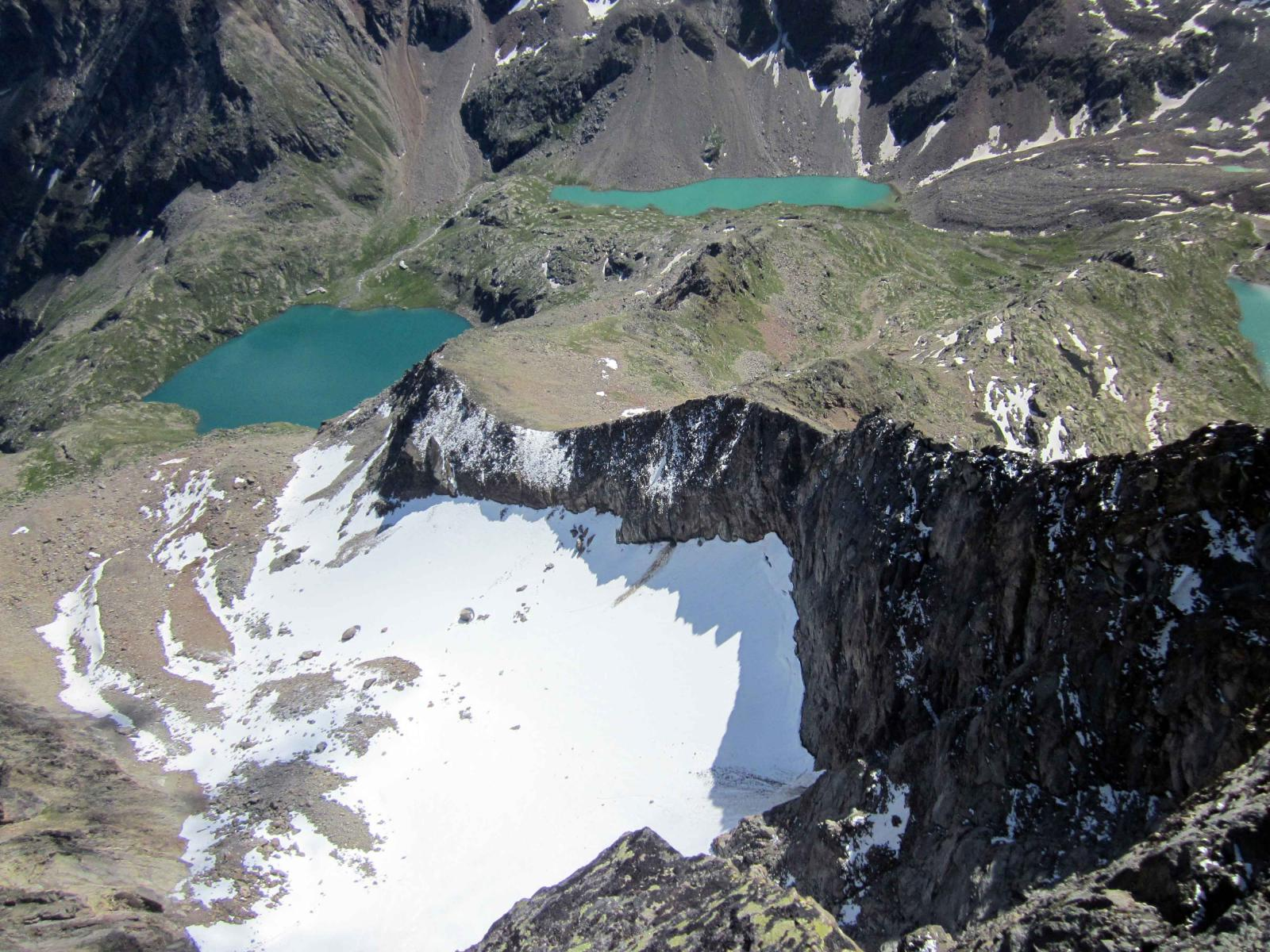 lago e bivacco visti dalla cresta