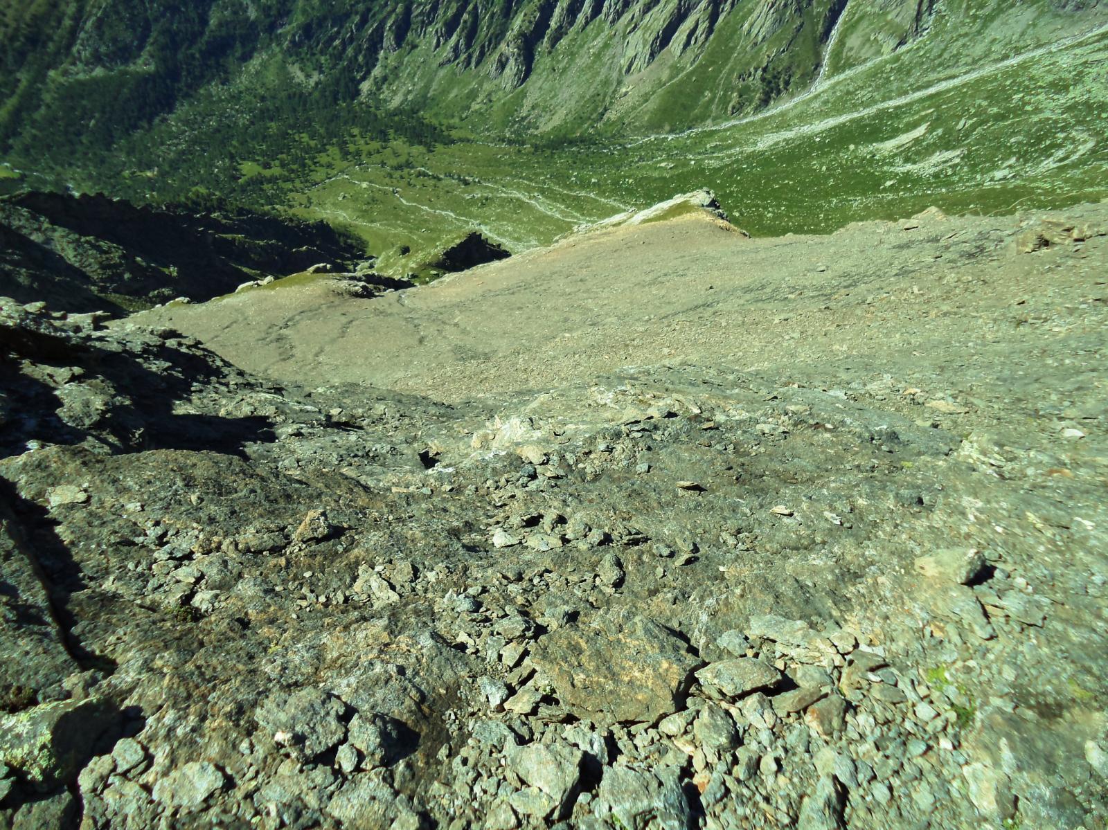 le placche lato vallone galambra: roccia discreta ma coperta da un po' di detrito