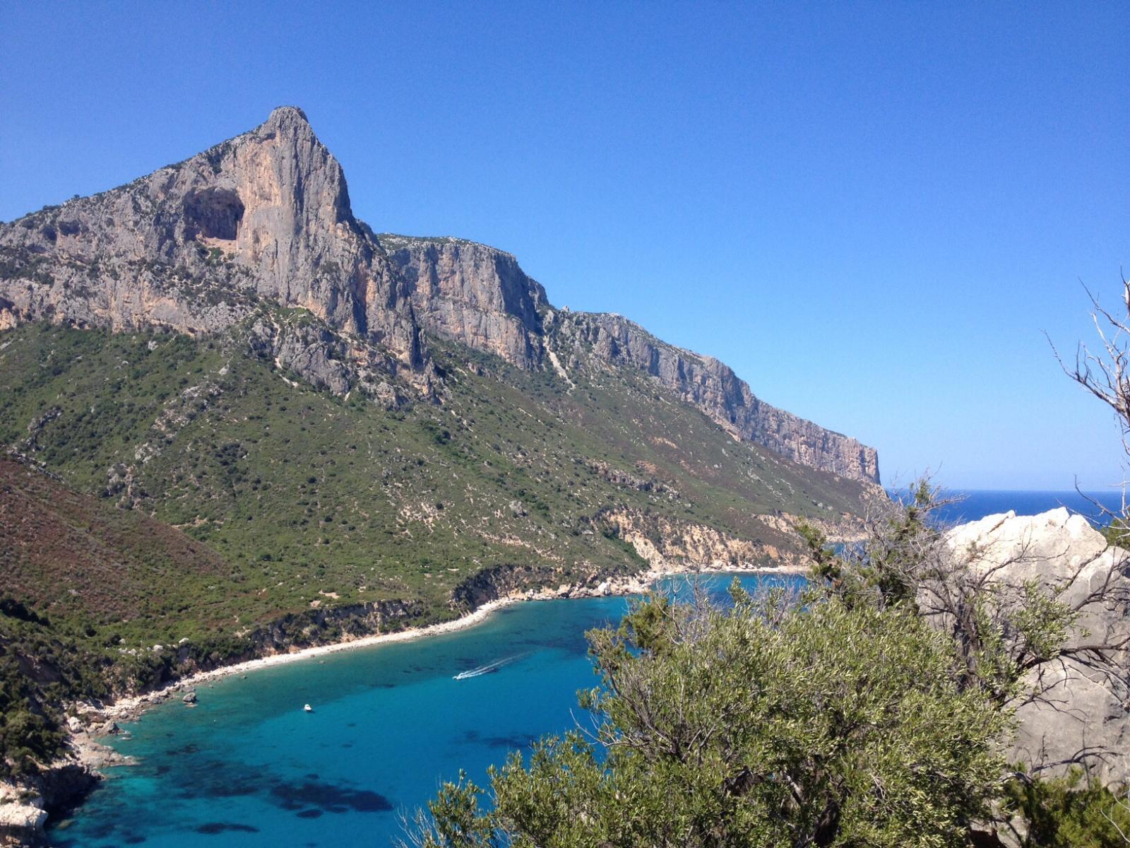 Panorama dalla vetta con Punta Giradili