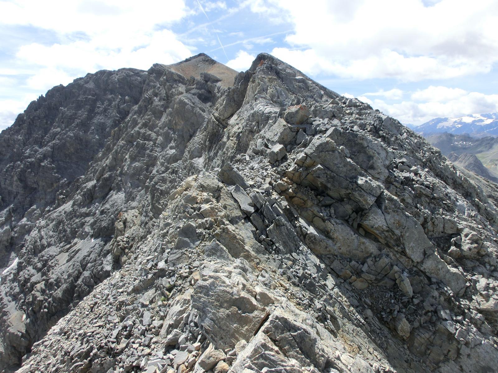 La lunga cresta con la Vetta della Bernauda sullo sfondo