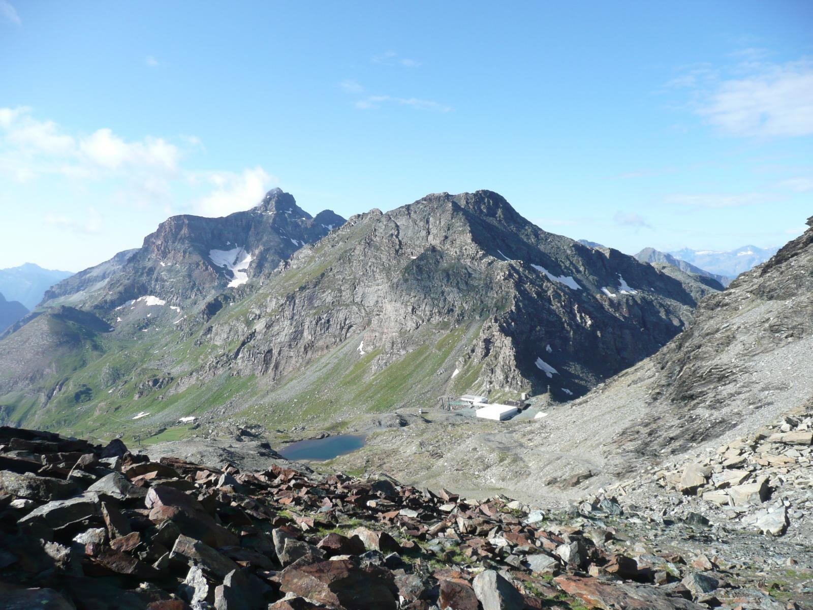 Colle e Monte Bettaforca e sullo sfondo, il Rothorn eclissa parzialmente il Testa Grigia