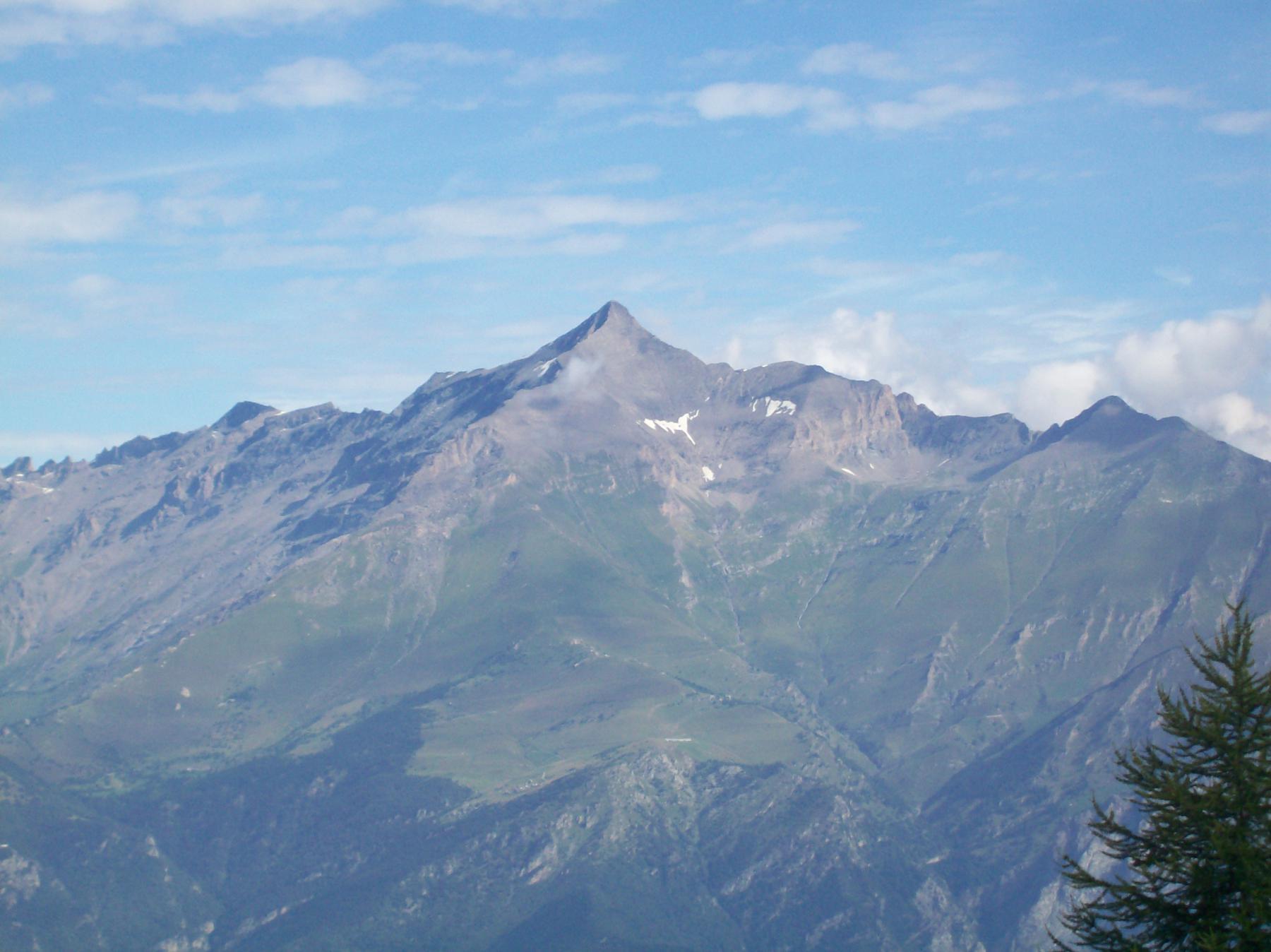 Vista del Rocciamelone salendo al Col Mulinas
