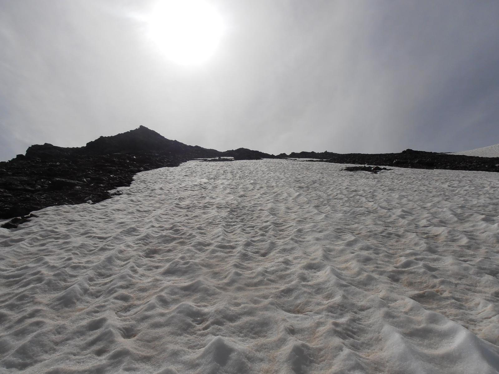 02 - risalendo il nevaio per arrivare in cresta senza passare dal colle