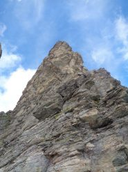 dall' intaglio a quota 2995 m, il primo tratto di arrampicata e la cresta sud fino in vetta
