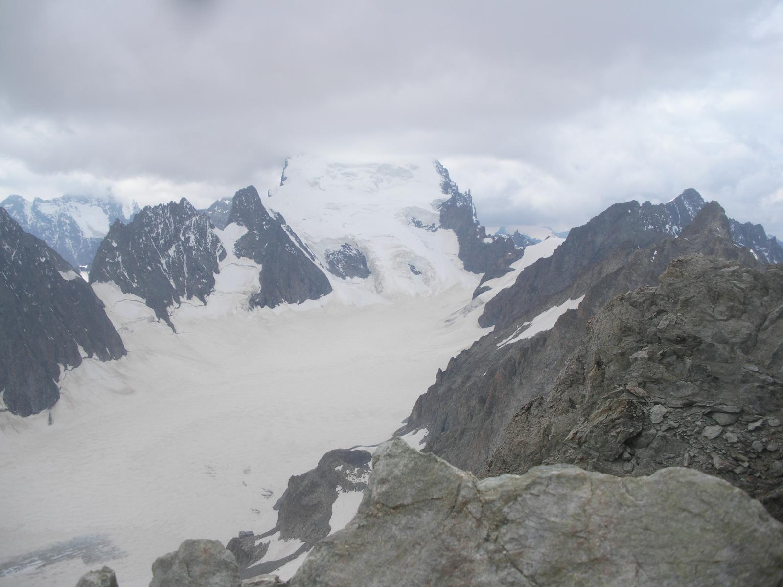 La Barre des Ecrins dal Pic de Neige Cordier..semisepolta nelle nuvole..
