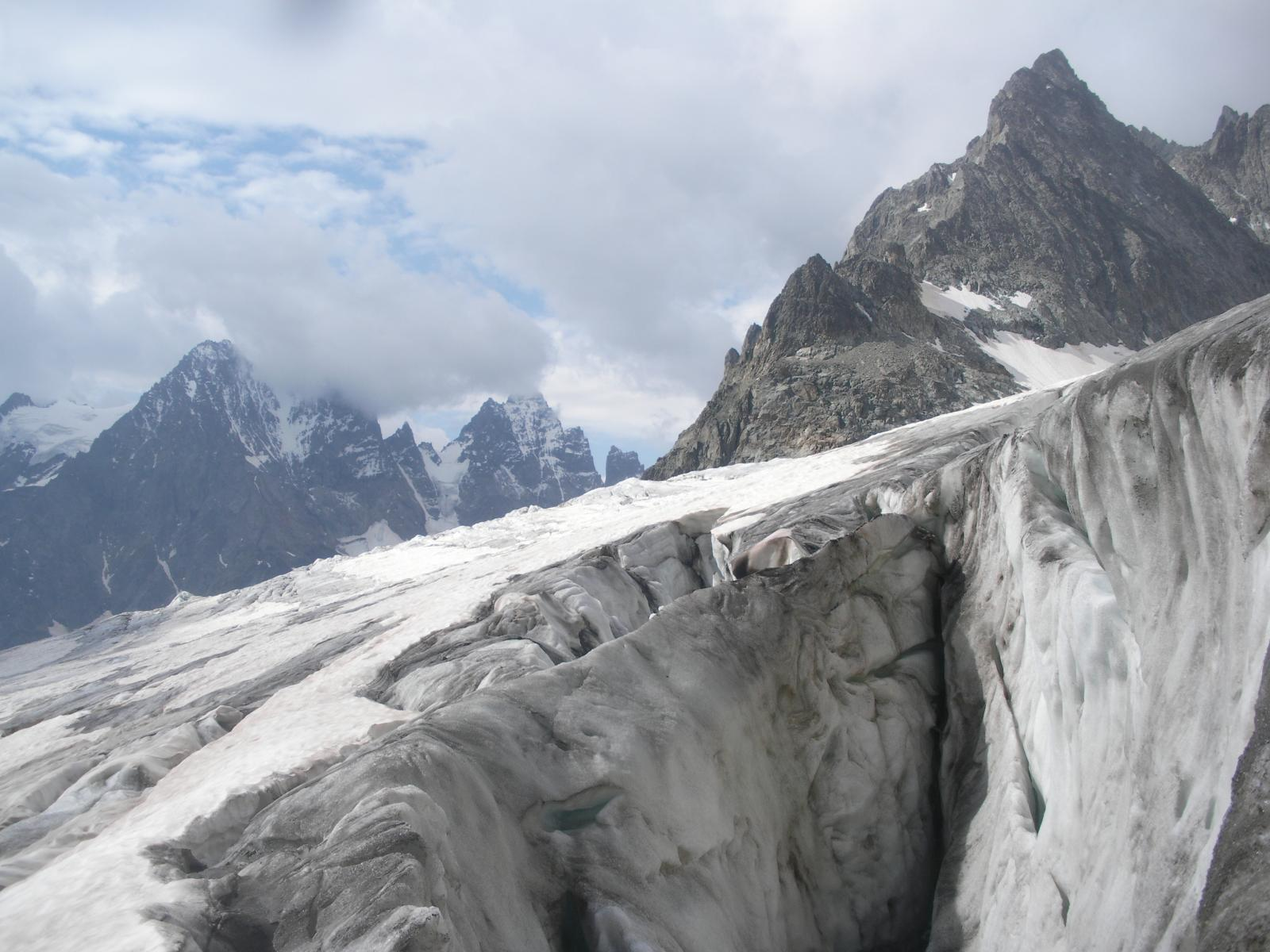 enormi crepe, il Glacier Blanc..un ghiacciaio che soffre..