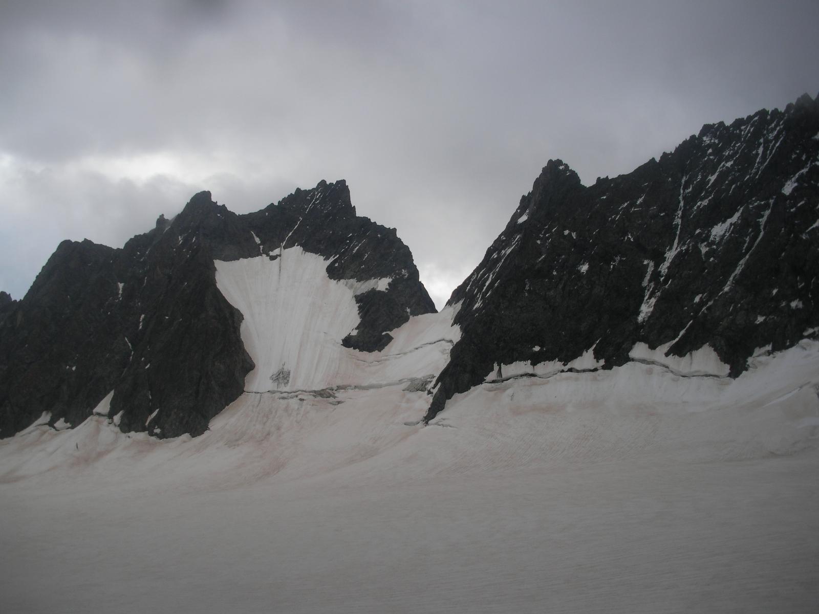 La Pointe de L Gran Sagne a sx e la Mettrier..salendo alle Roche Faurio