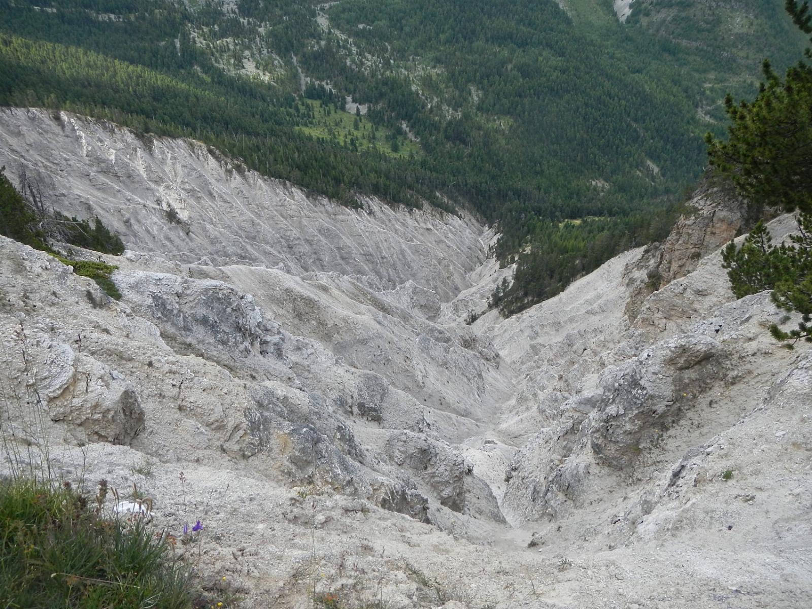 erosioni... nel primo tratto del traverso verso il Col Fromage