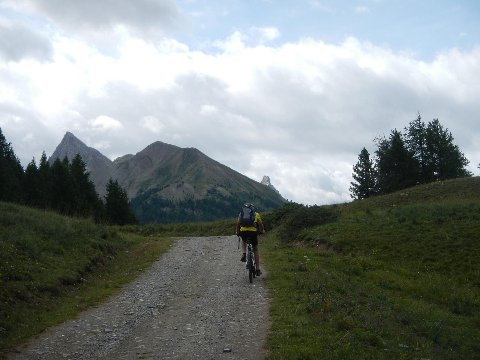 l'agevole salita verso il Sommet Bucher 2254 m.