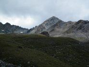 La P.ta del Tuf vista dai pianori erbosi che precedono la scarpata del Colle
