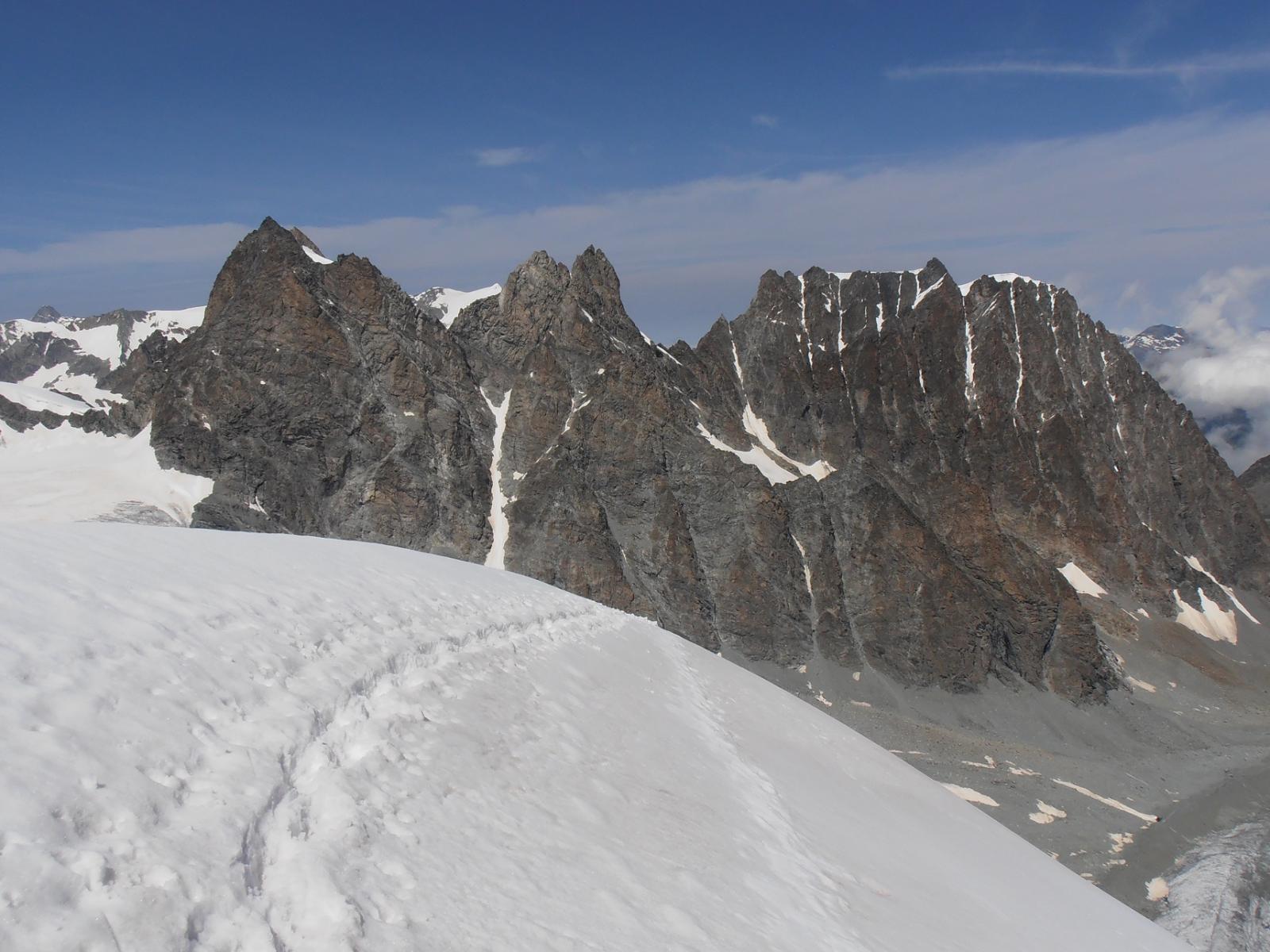 02 - arrivo in cima, sullo sfondo l'Eveque ed il Mont Collon