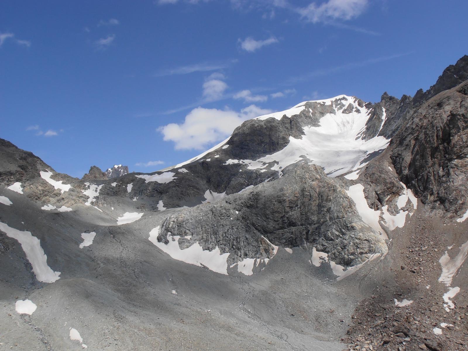 09 - la Punta Kurz ed il Col Collon, viste dal rif.Nacamuli