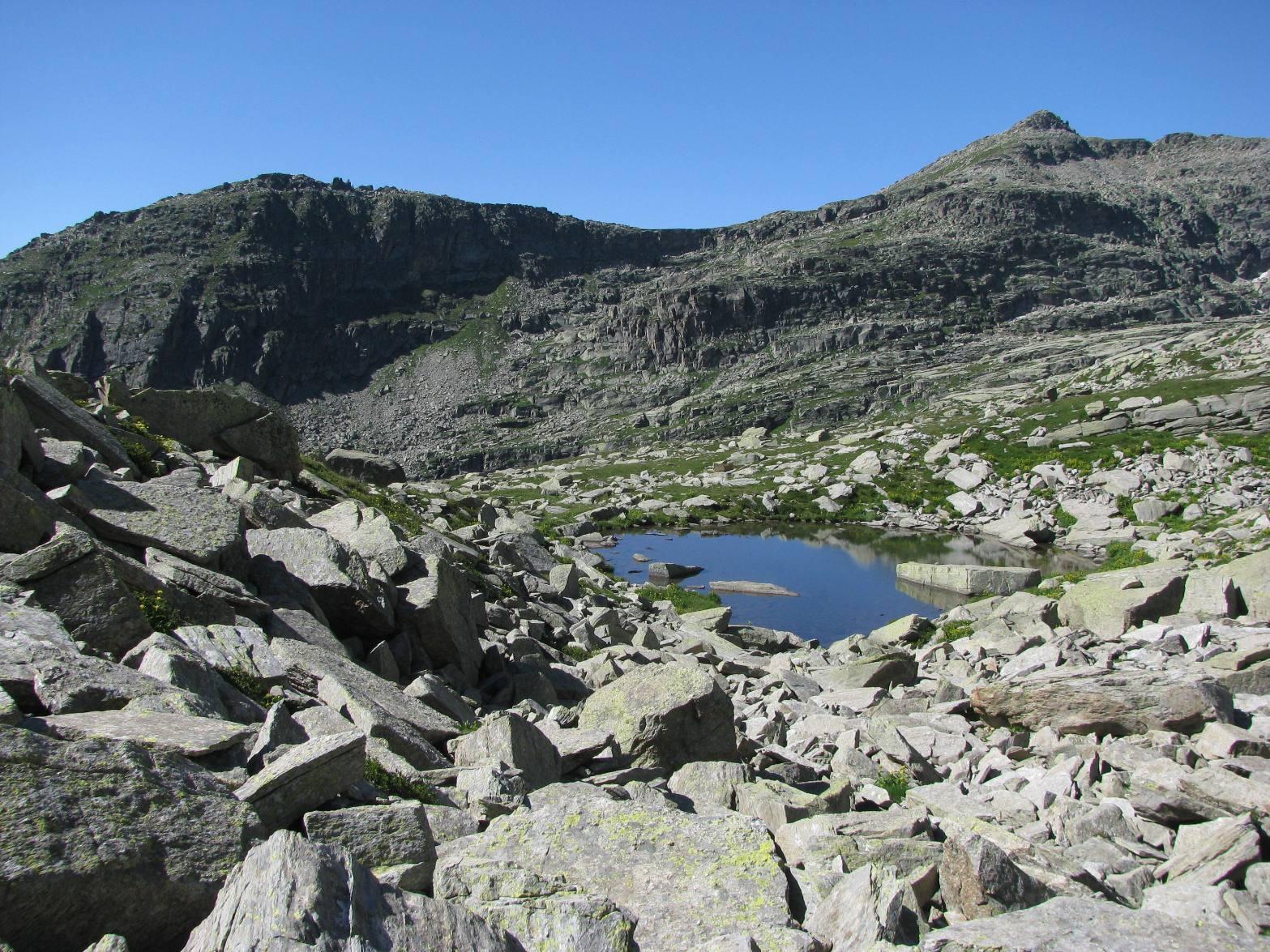 Conca con laghetto e Monte Gran Bernardé